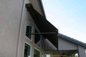 Retractable-Motorized-Awning-Rainier